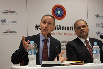 Mr. Robert Glasser, Special Representative of the UN Secretary-General for Disaster Risk Reduction (left), makes a point as Paraguay's Minister of the National Emergency Secretariat, Mr. Joaquin Roa Burgos, listens during the meeting in Asunción (Photo: National Emergency Secretariat)