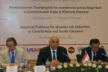 (From left) The UN Secretary-General's Special Representative for Disaster Risk Reduction, Mr. Robert Glasser, the Deputy Prime Minister of Tajikistan, Mr. Zokirzoda Mahmadtoir Zoir, and the Chairman of Tajikistan's Committee of Emergency Situations, Lt. Gen. Rustam Hazarzoda, at the Regional Platform yesterday. (Photo: UNISDR)